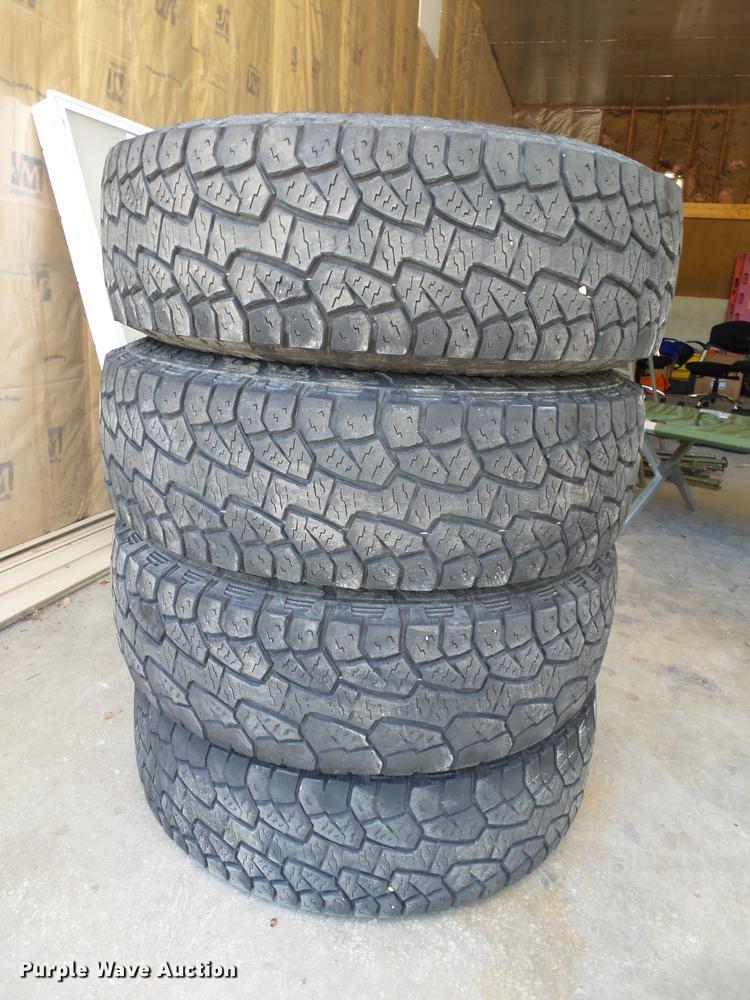 (4) Hankook LT245/70R17 tires