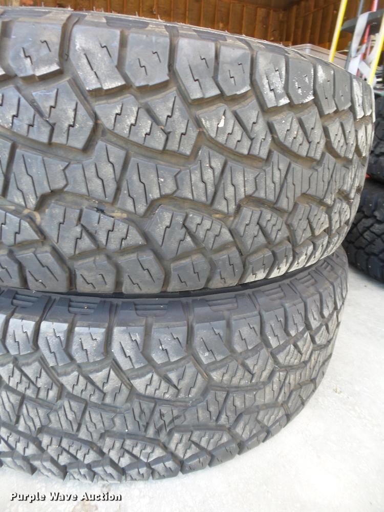(2) Hankook P265/70R17 tires