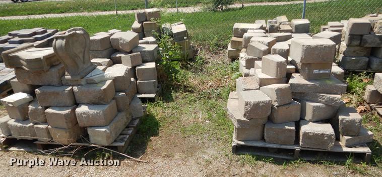 Approximately 1,000 landscape retaining wall blocks