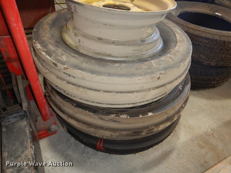 (4) 7.5L-15 tires