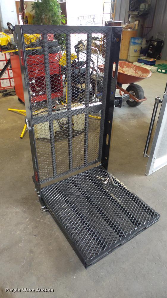 Hitch mounted cargo rack