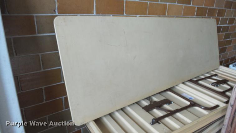 (9) Mity-Lite folding tables