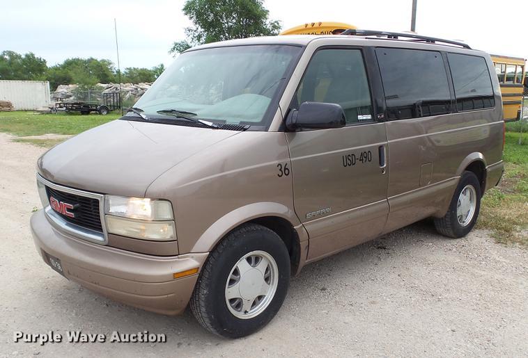 2000 GMC Safari van
