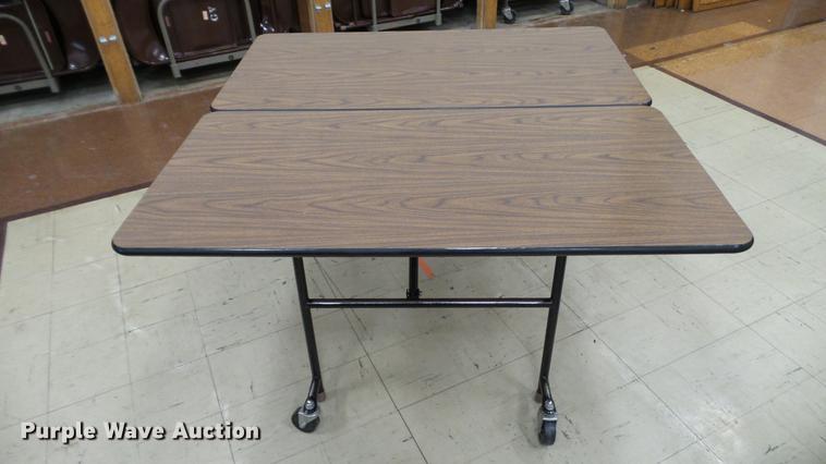 (7) folding tables