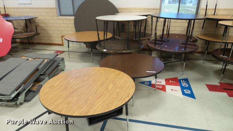 (14) round tables