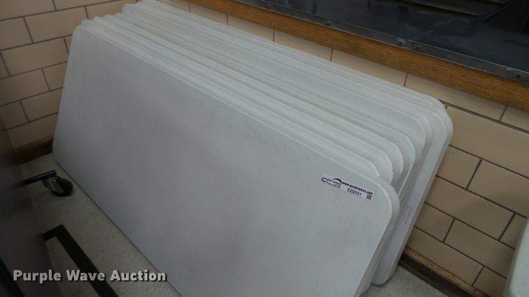 (8) folding tables