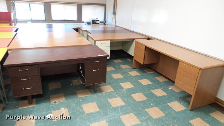 (10) teachers desks