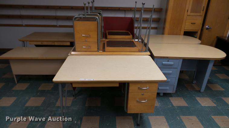 (9) wood desks