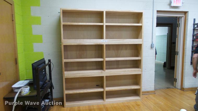 (3) wood shelves