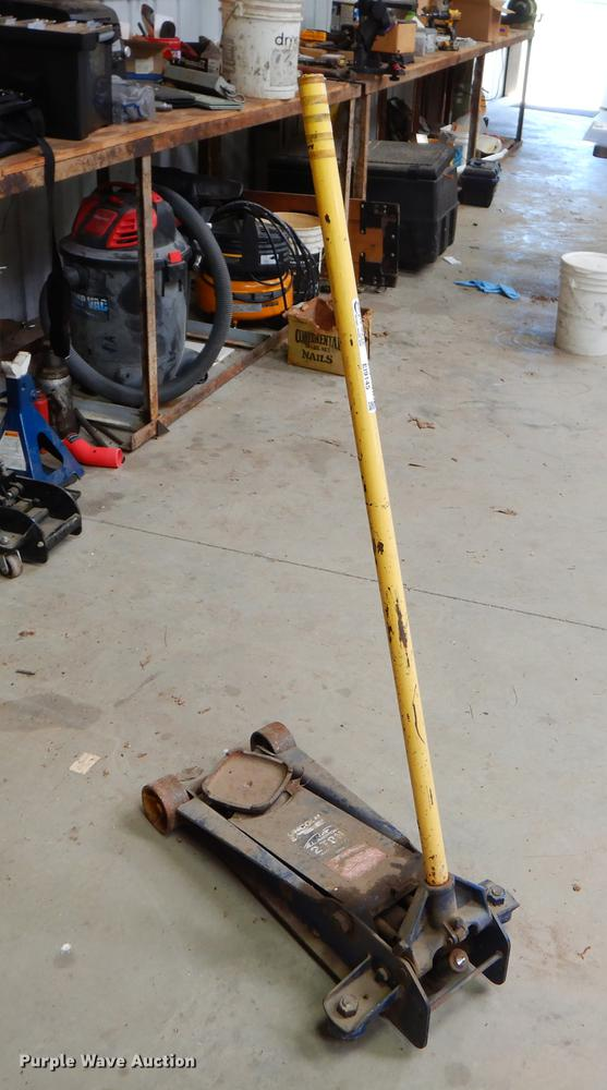 Two ton floor jack