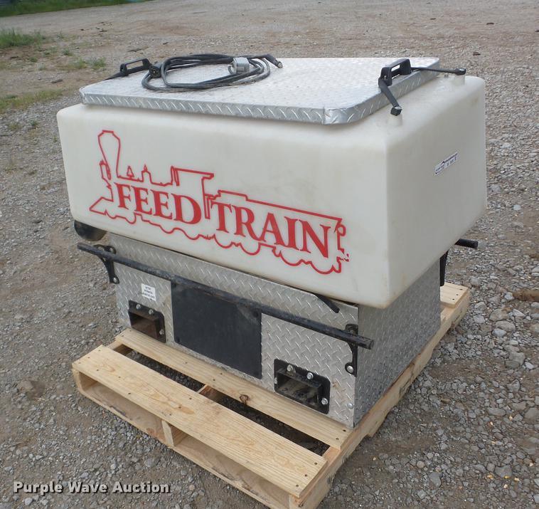 Feed Train UTV feeder