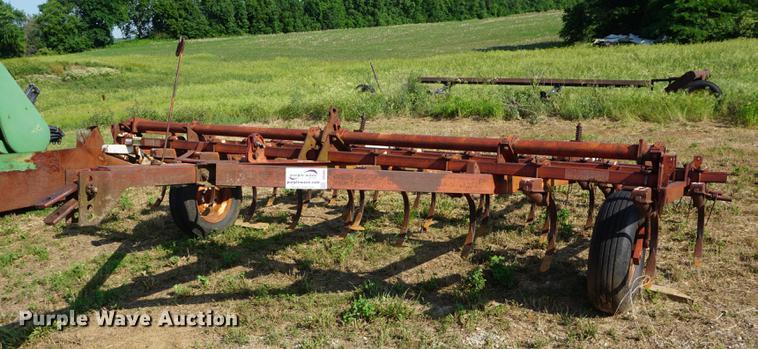 Vibrashank 45 field cultivator