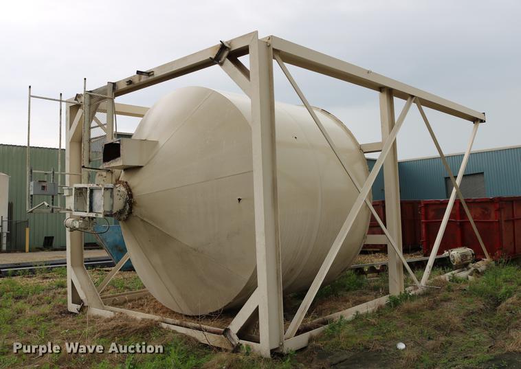 Structural steel storage bin frame with bin
