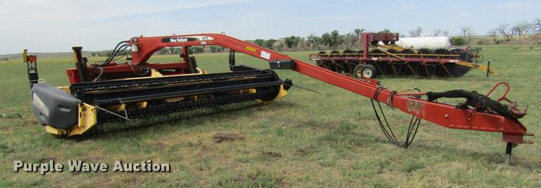 2005 New Holland 1475 windrower