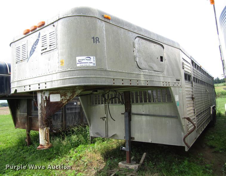 1990 Featherlite GN826 livestock trailer