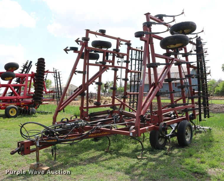 Kent 6330 Series V field cultivator