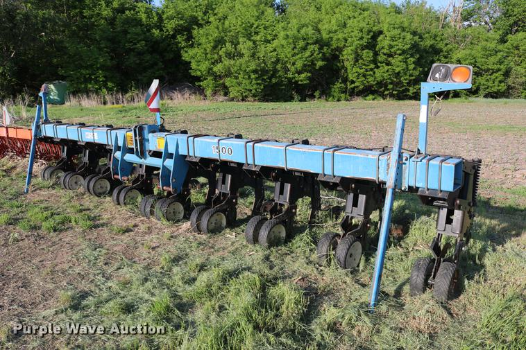 Kinze 1500 row crop cultivator