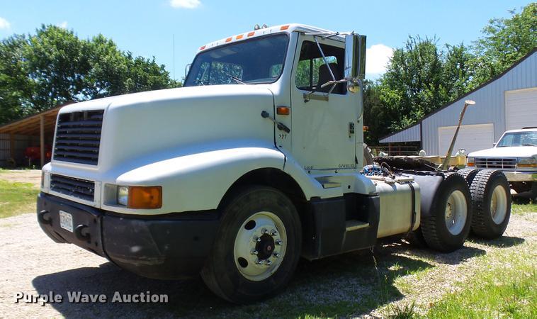 1992 International 8300 semi truck