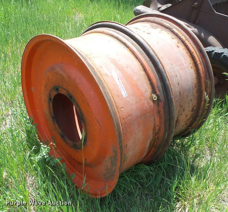 (2) Case axle mount hubs