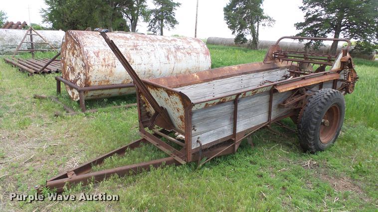 (2) spreader wagons