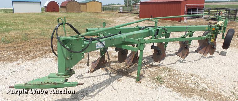 John Deere 1450 five bottom plow