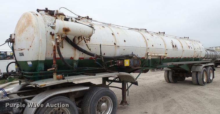 1982 Troxell vacuum tank trailer
