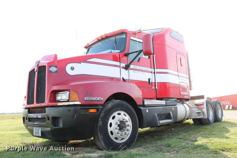 2005 Kenworth T600 semi truck