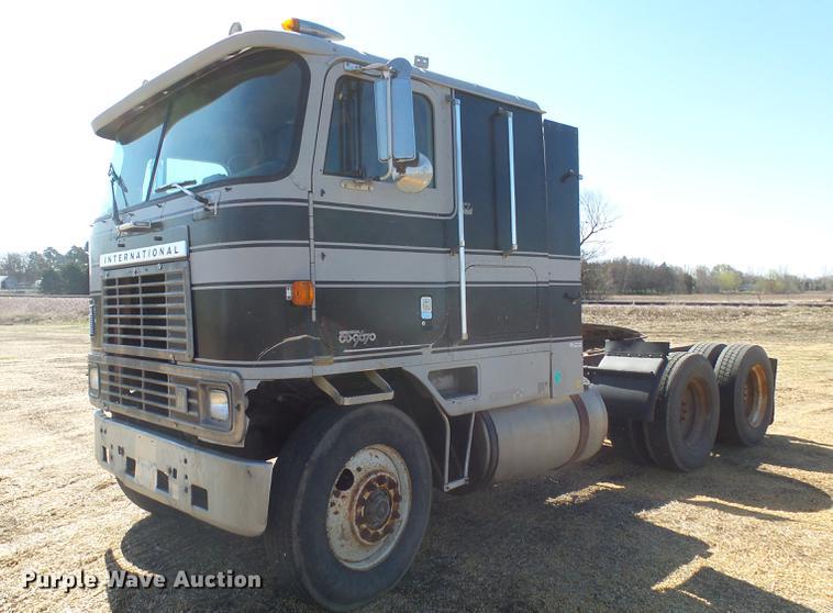 1984 International 9670 semi truck