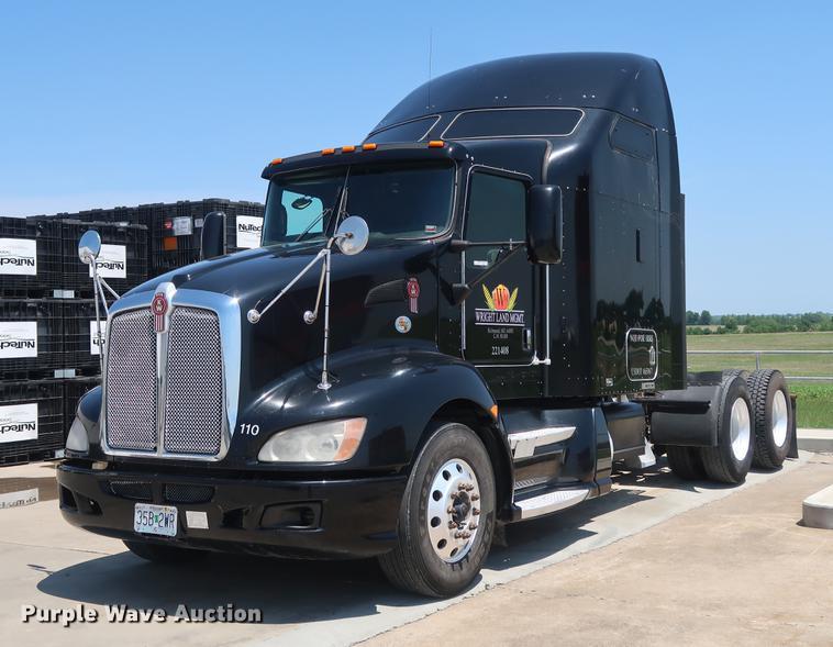 2010 Kenworth T660 semi truck