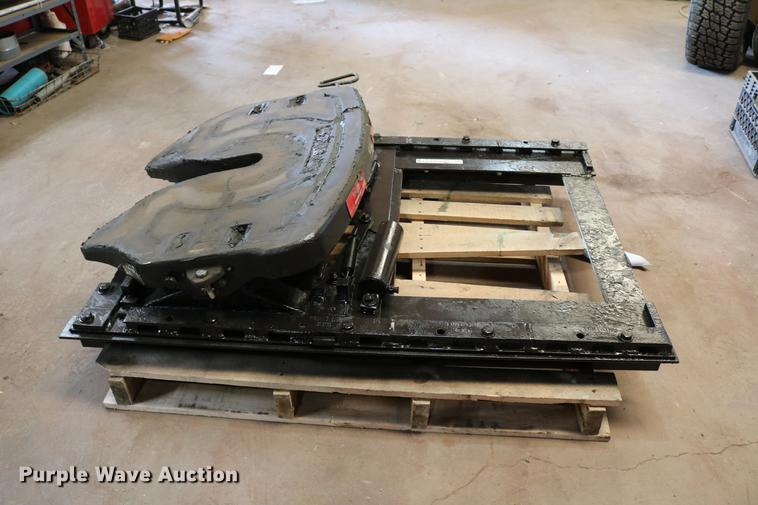 Fontaine air operated sliding fifth wheel plate