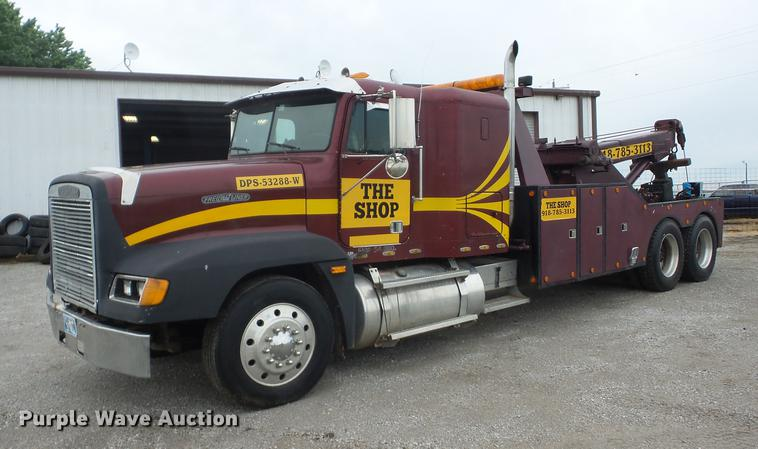 1994 Freightliner FLD120 tow truck