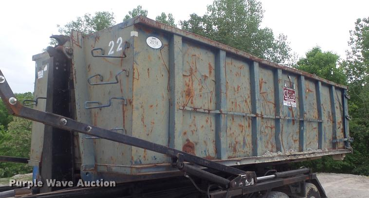 Hook lift container