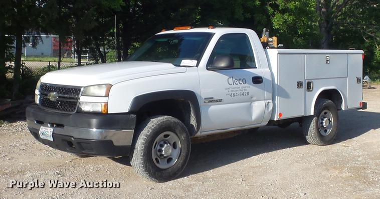 2006 Chevrolet Silverado 2500HD utility bed pickup truck