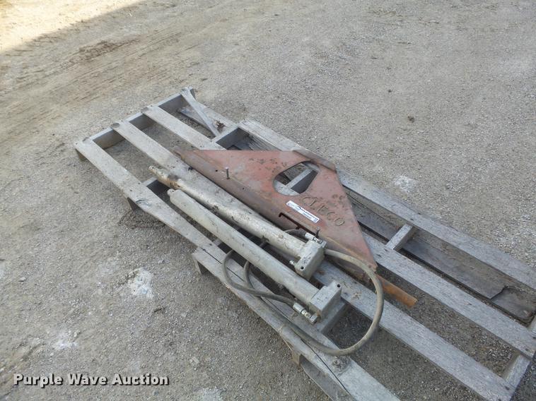 Concrete pipe lifting bar
