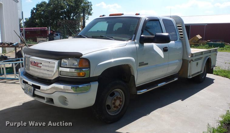 2004 GMC Sierra 3500 Ext. Cab flatbed pickup truck