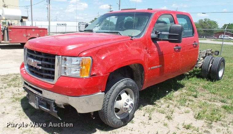 2008 GMC Sierra 3500HD Crew Cab pickup truck cab and chassis