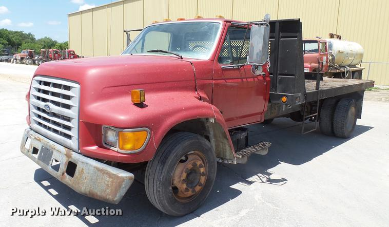 1998 Ford F800 flatbed truck