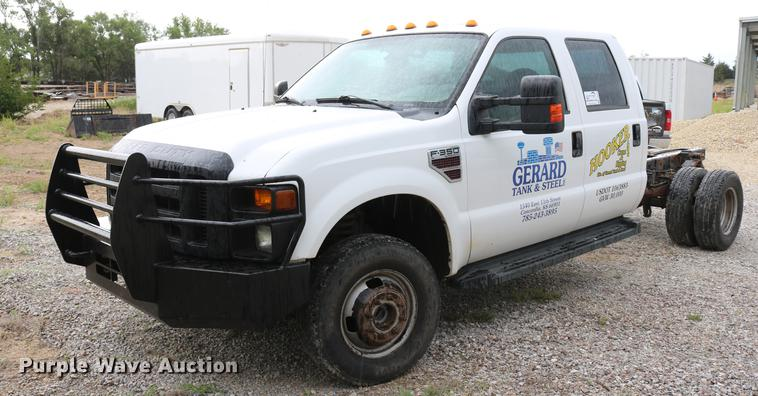 2009 Ford F350 Super Duty Crew Cab pickup truck cab and chassis