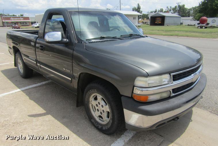 2001 Chevrolet Silverado 1500 LS pickup truck