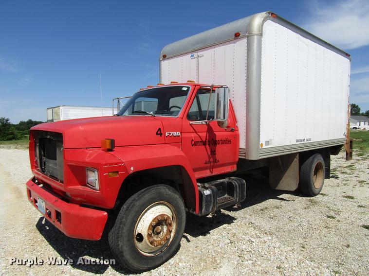 1993 Ford F700 box truck