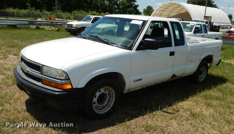 2002 Chevrolet S10 Ext. Cab pickup truck