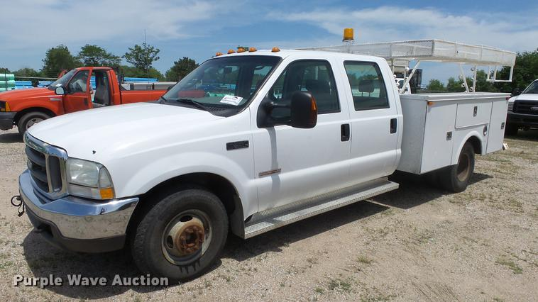 2004 Ford F350 Super Duty Crew Cab utility bed pickup truck