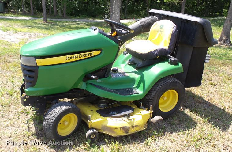 2009 John Deere X320 lawn mower