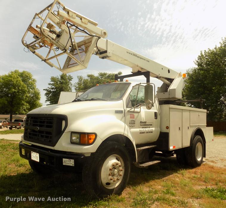 2000 Ford F650 Super Duty XL cable placer bucket truck