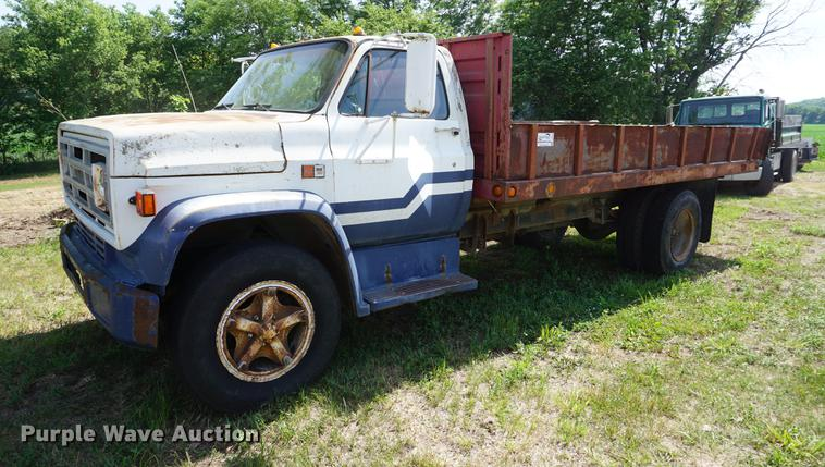 1983 GMC TopKick 7000 dump flatbed truck