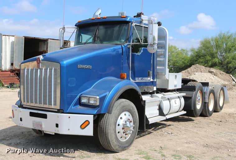 2009 Kenworth T800 semi truck