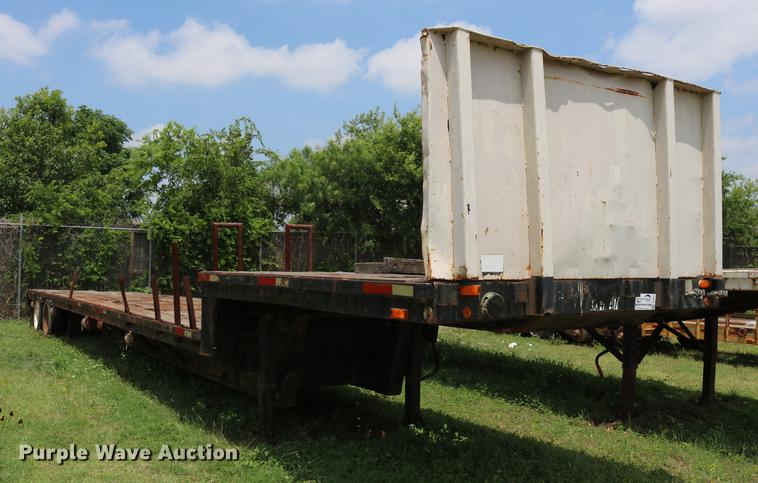 1992 Oshkosh drop deck trailer