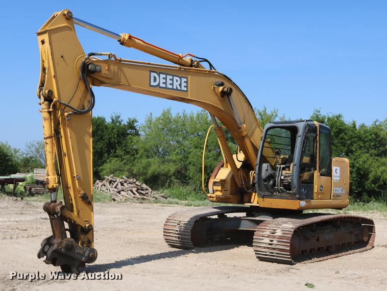 2006 John Deere 225C LC excavator