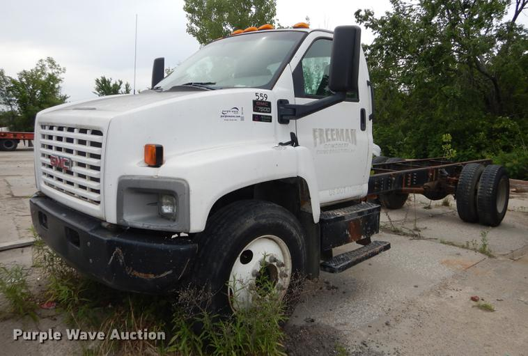 2003 GMC C7500 truck cab and chassis