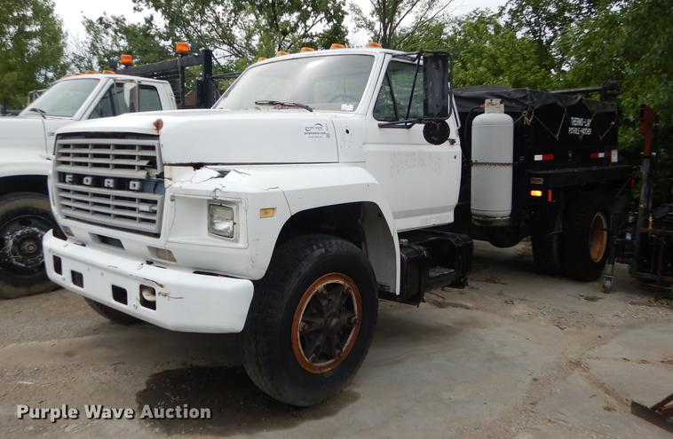 1984 Ford F700 flatbed truck with pot hole patcher